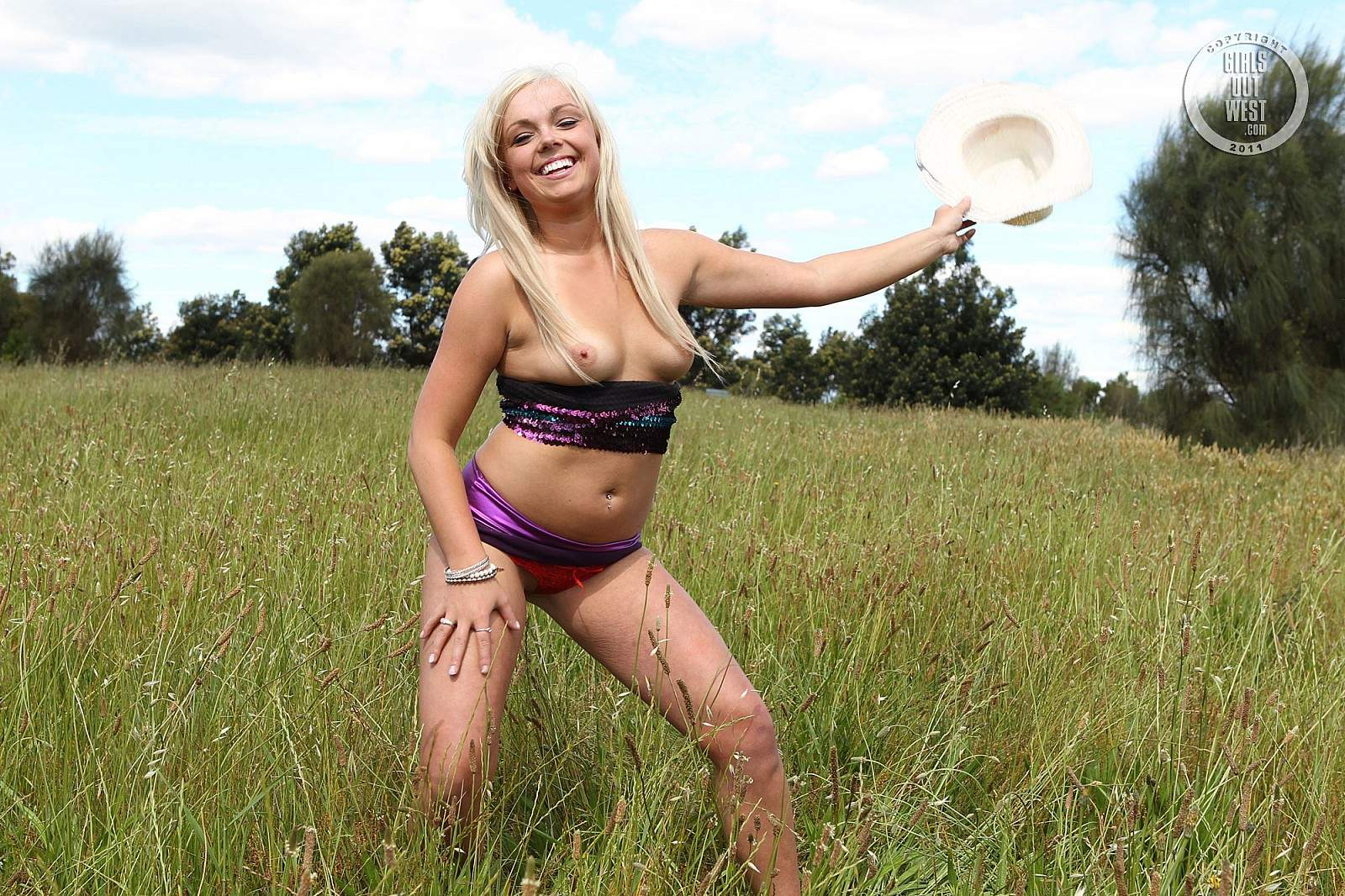 Girls out west shaved amateur cunt dildoed 7