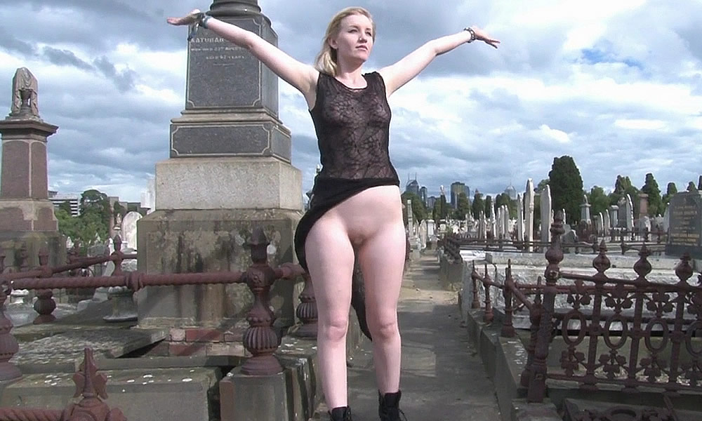 naked-girl-in-a-graveyard-seduction