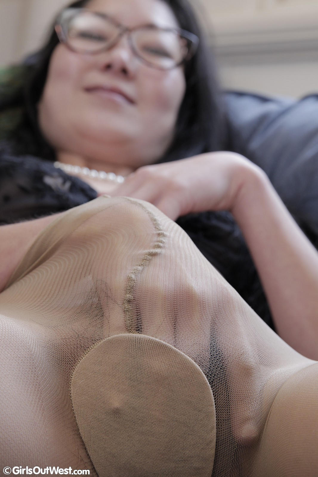 Very hot brunette fingers her pussy 9