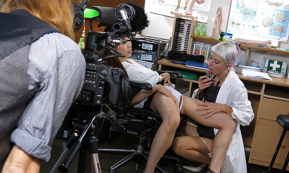 Behind The Scenes Girls - Amy Tan & Logan – Behind The Scenes