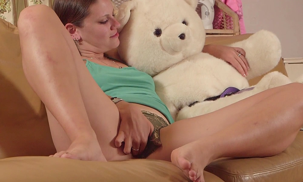 Bear girl fucks teddy