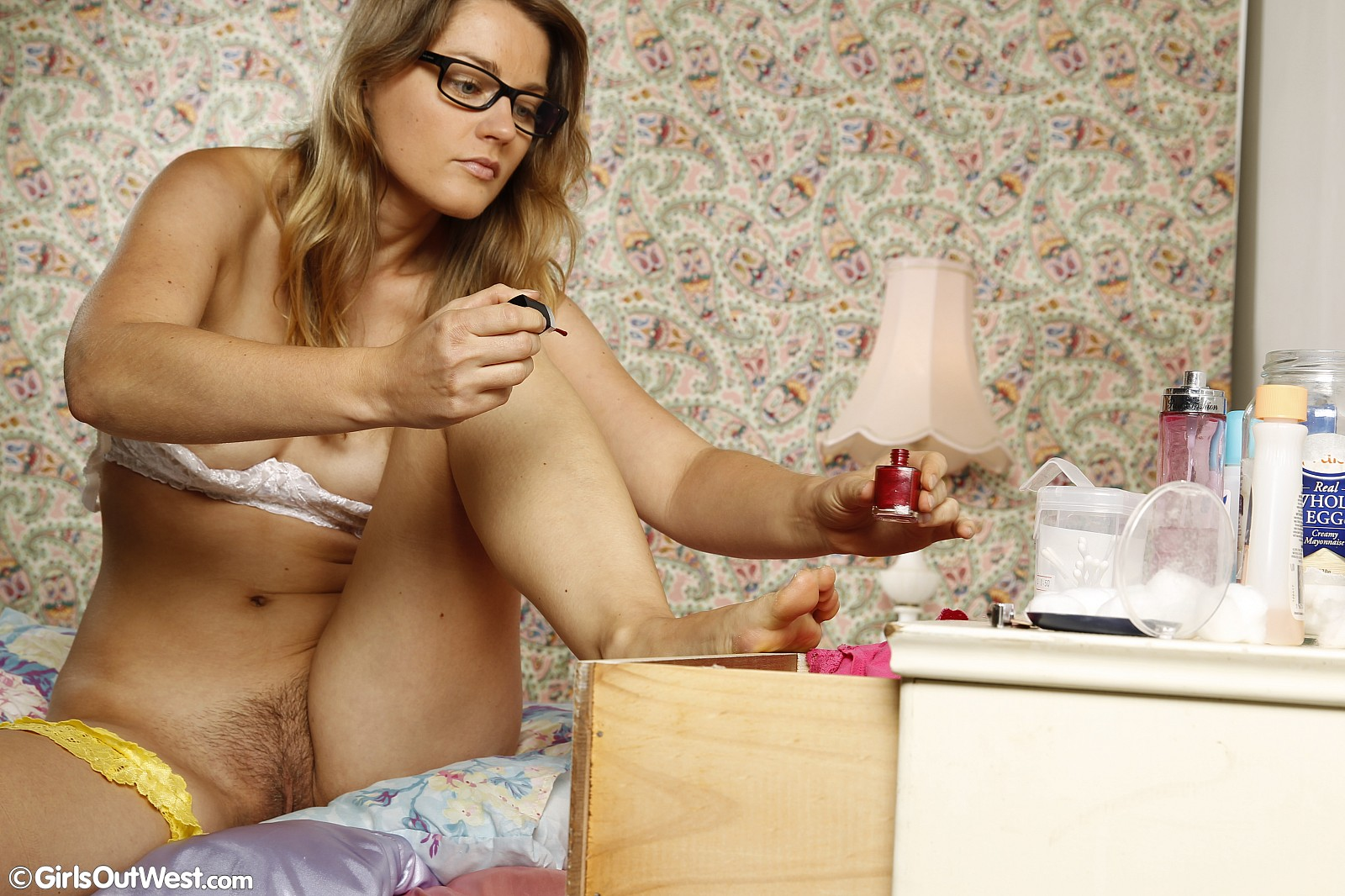 Curvy blonde gives a nice blowjob 8