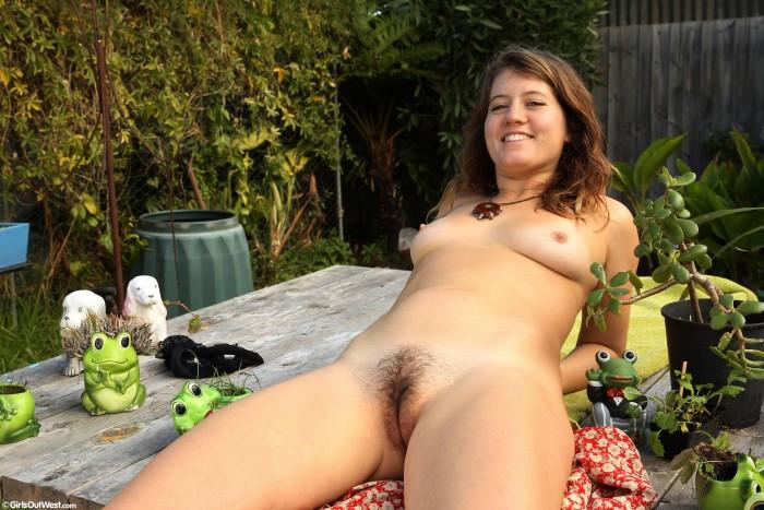 girls-gone-west-porn-nude-italian-women-riding-bikes