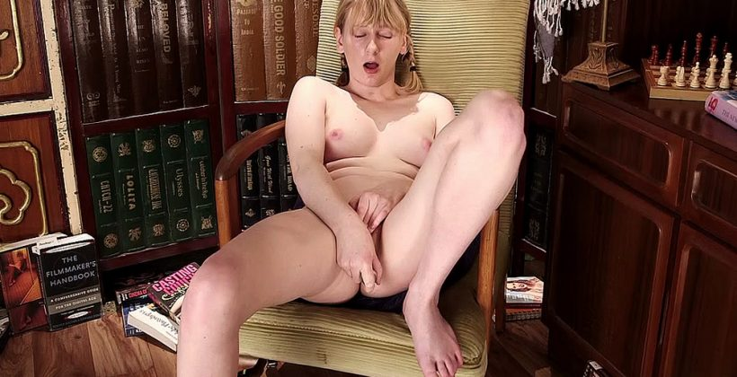 Shaved Naomi Gets Off In The Library