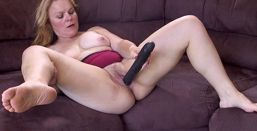 Mature big black dildo