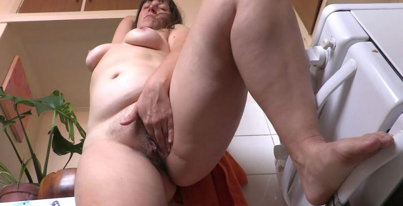 Curvy Aussie Mom Rubs Her Hairy Pussy In The Kitchen